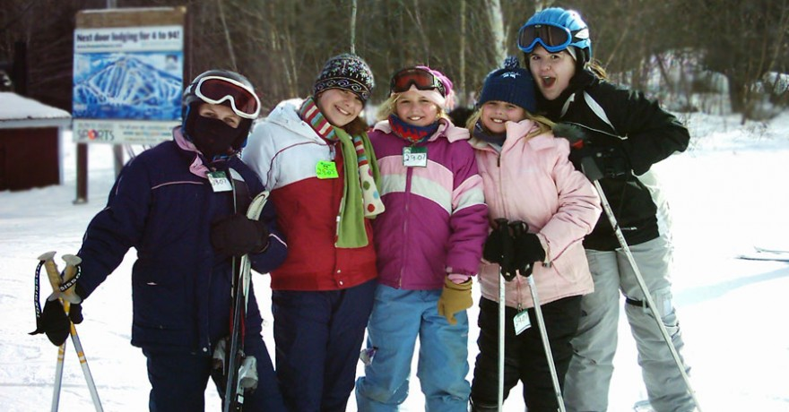Chop Point School students enjoying a ski day